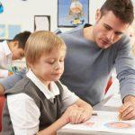 Există o serie de probleme legate de integrarea şcolară a copiilor cu dizabilităţi fizice.