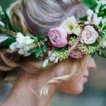 O coroniță de flori în loc de voal – ce trebuie să știi și cum să o alegi?